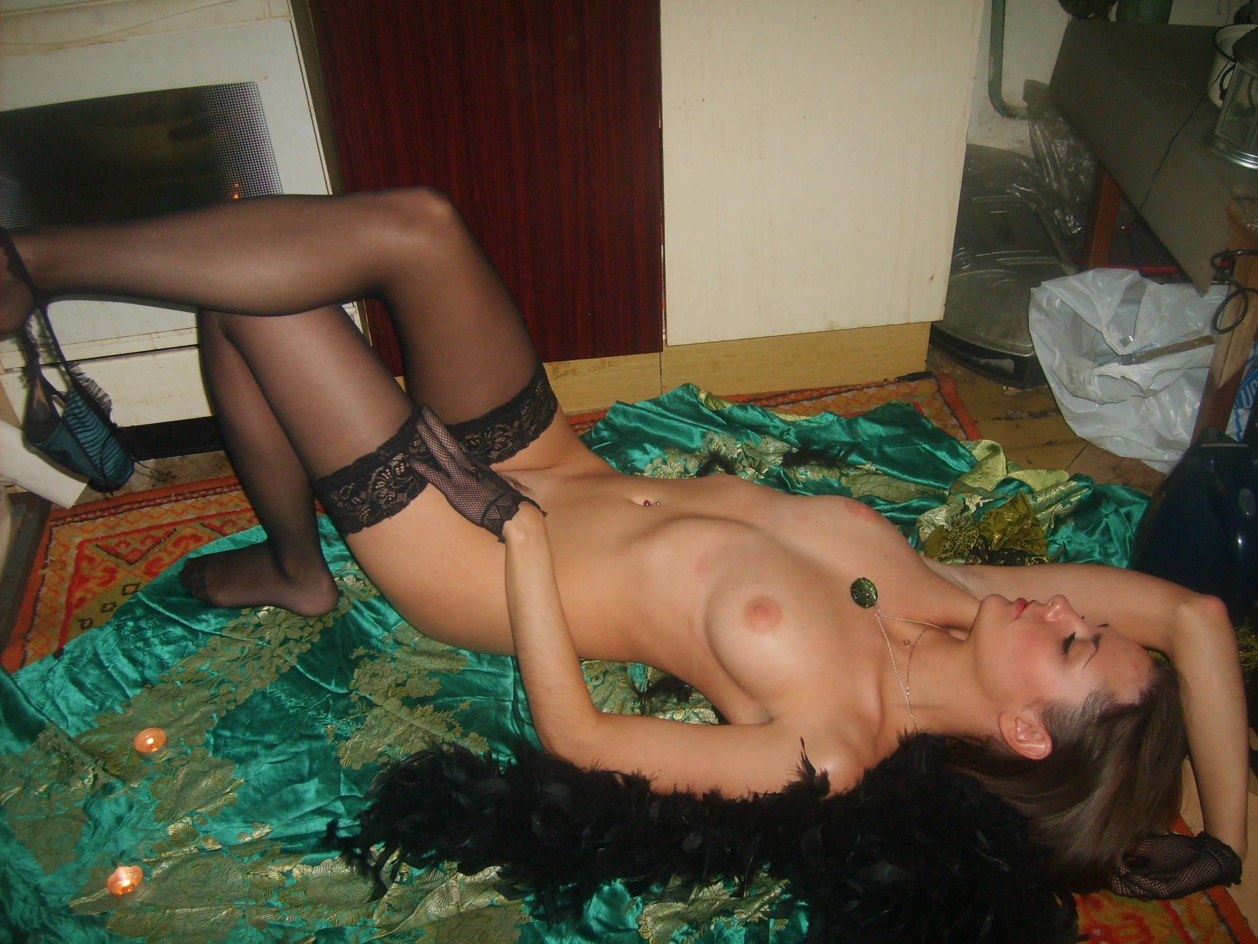 Эротическое фото девушек на кухне 19 фотография