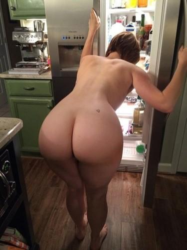 desnuda en la cocina culazo