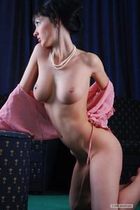 Foto bugil model Rusia cantik Polina - Shadow Play