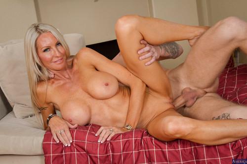 Blondes big tits alluring vixens bikini