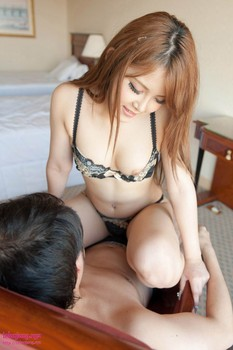 Foto bugil jepang momo yurino cantik berpose telanjang dan nyepong